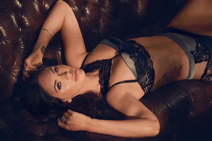 Megan Fox nafotila kampaň pro Frederick's of Hollywood.